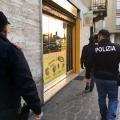 Ubriaca aggredisce senza motivo titolare di un sala Vlt e anche i poliziotti: denunciata e multata 2...